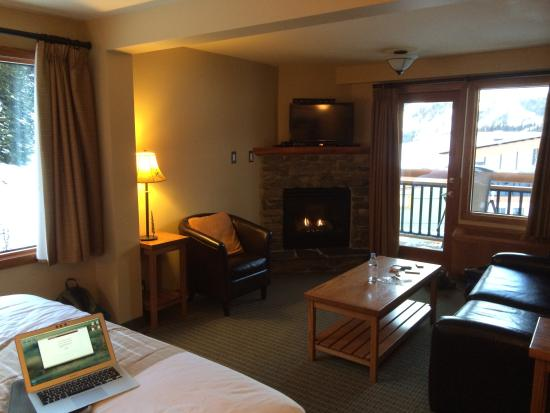 Sunshine Mountain Lodge: My awesome and cheap room