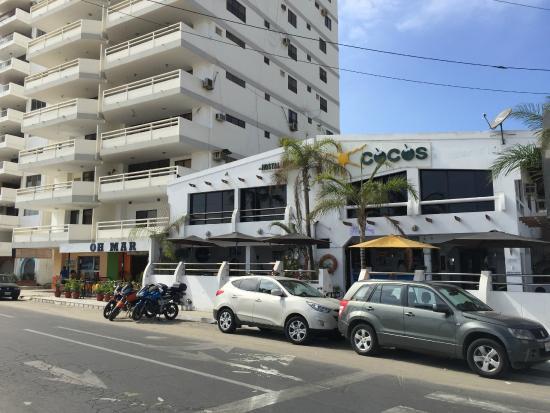 Cocos Hotel: Frente al hotel
