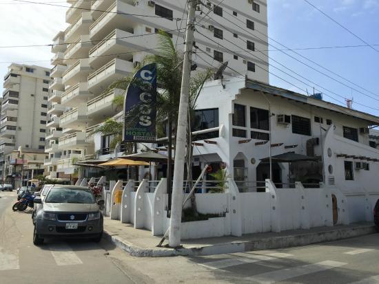 Cocos Hotel: Esquina hotel