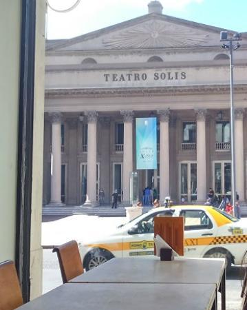Cafe Bacacay: Vista para Teatro Solís