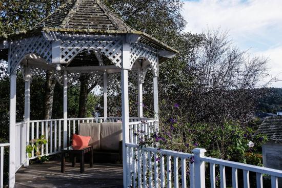 Blue Door Inn : Gazebo in the back yard