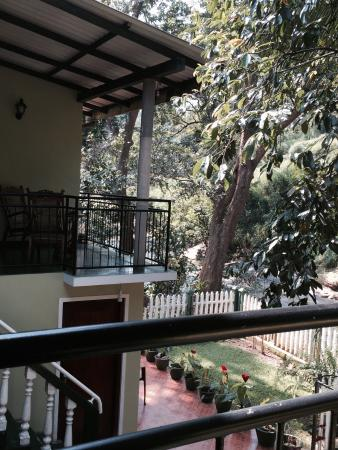 Kandy Guest House: serene surroundings.