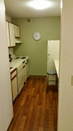 Extended Stay America - Detroit - Warren: Well laid out galley kitchen