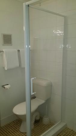 Tweed Harbour Motor Inn: Refurbrished bathroom