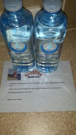 Tweed Harbour Motor Inn: Free complimentary water...