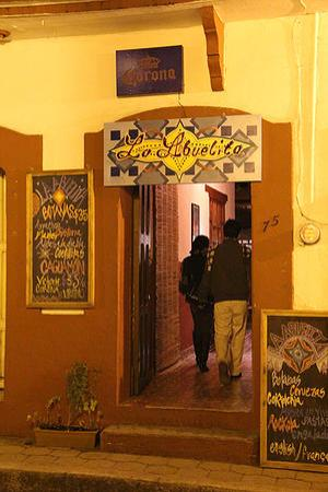 La Abuelita Resto-Botanas-Bar: ENTRADA PRINCIPAL