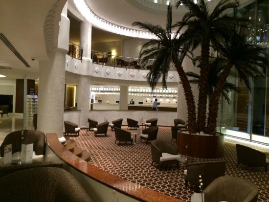 Ikbal Thermal Hotel & Spa: 広い吹き抜けのロビー