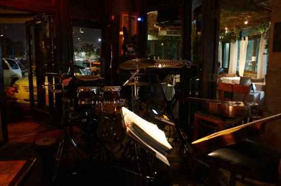 Soho Jazz and Food: Front view of stage area
