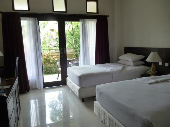 Inata Hotel Monkey Forest: Twin room - new kingsize single beds - perfectly clean