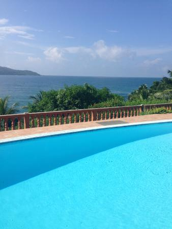 Bay View Villa: Территория виллы