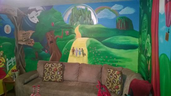 Simmer Motel: Oz Suite Walls