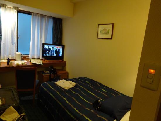 Roco Inn Okinawa: 部屋は広くないですが一人には十分な広さです。