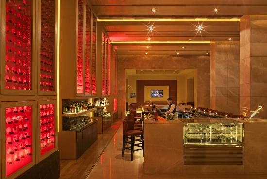 Radisson Blu Hotel Amritsar: Proof The Bar & Pub