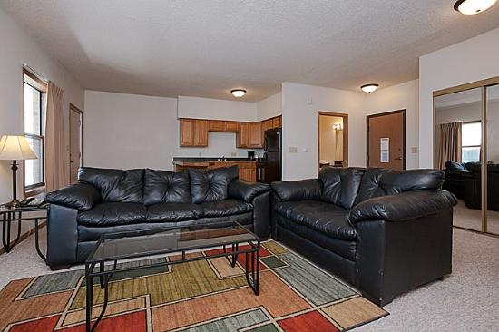 Alexis Park Inn & Suites: living room