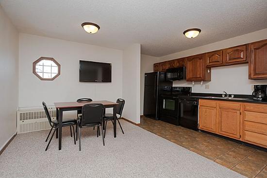 Alexis Park Inn & Suites : living room