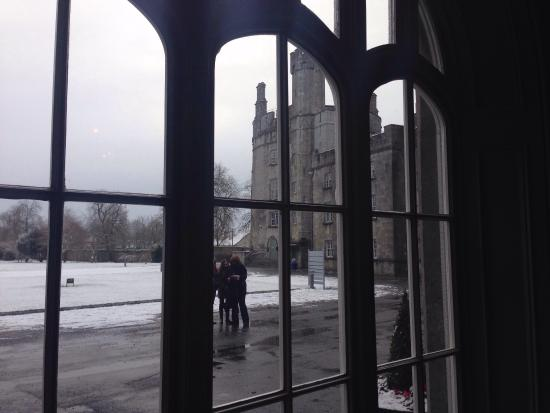 Kilkenny, İrlanda: A view from just inside the entrance on a cold snowy morning