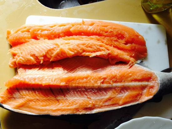 Mt. Cook Alpine Salmon Shop : Strange stench that was not fresh fish at all. Clearly not fresh salmon. Meat falling apart. Wou
