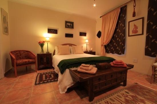 Addo Reach and Hein's Cottage: The Aloe Room .. queen sized ... full ensuite