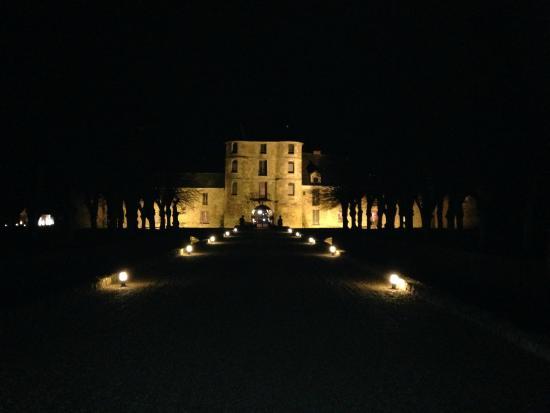 Chateau de Villiers le Mahieu: Digne d'un château des milles et une nuits