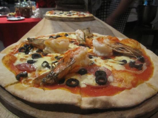 La Rustica Cucina Italiana : wood-fired pizza