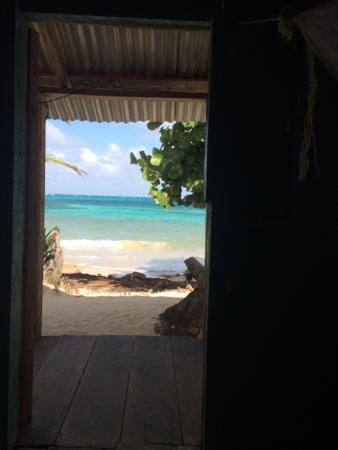 Carlito's Sunrise Paradise : View out the door of cabina 11