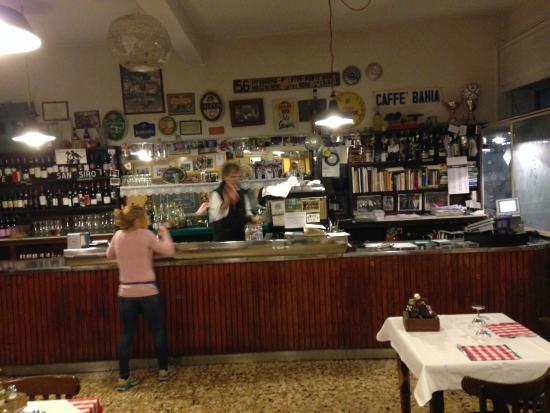 Bancone del bar foto di trattoria madonnina milano for Bar madonnina milano
