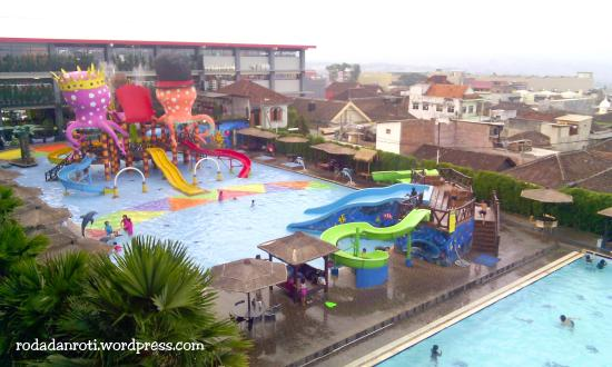 Batu Wonderland Hotel & Resort: Pool