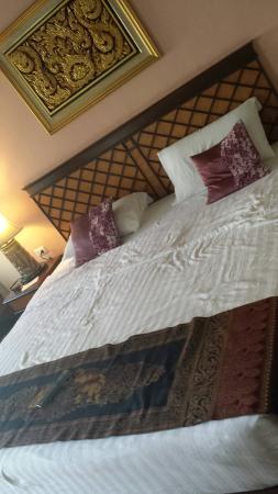 P. P. Palm Tree Resort: bed