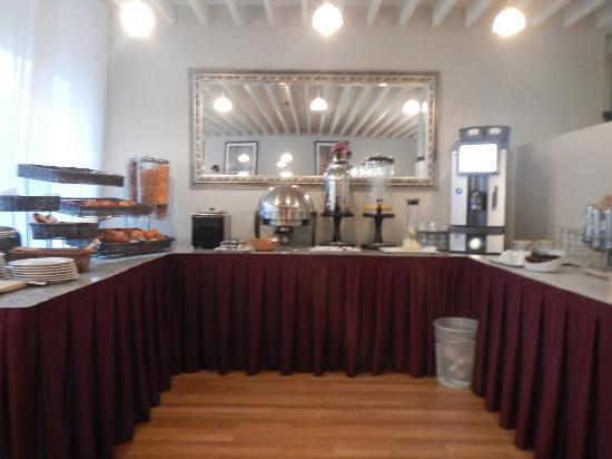 Nash Airport Hotel: Breakfast Buffet