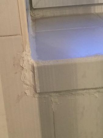 Logis le Collonges: tour de fenetre salle de bain!