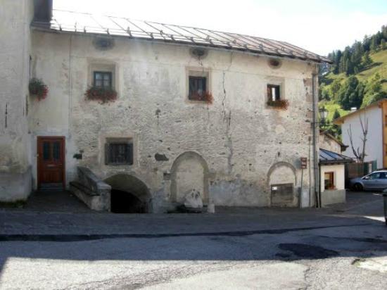 Colle Santa Lucia, Италия: Realizzata nel 1585 e fu abitazione dei conti Piazza, gastaldi del paese