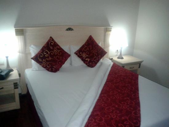 Dabaklar Hotel: Nice bed