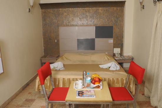 Tanisha Hotel: STD BED NON AC