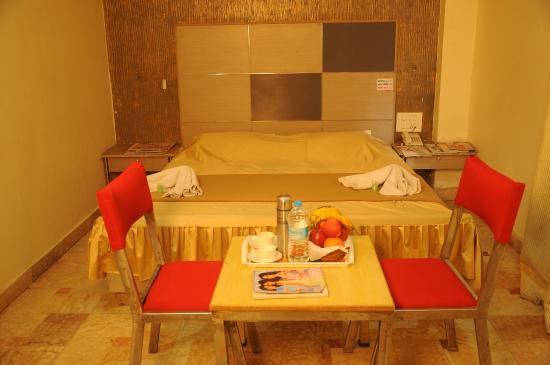 Tanisha Hotel: KINGSIZE BED