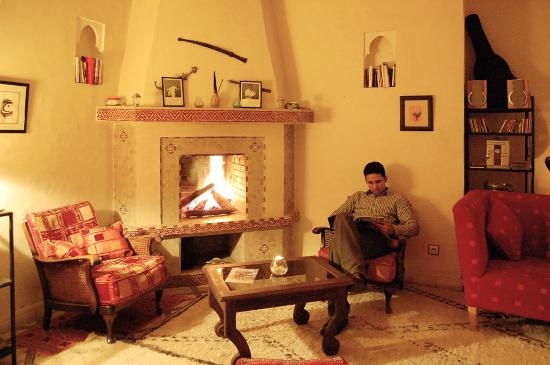 Marhbabikoum: salon cheminée, génial quand il fait froid!