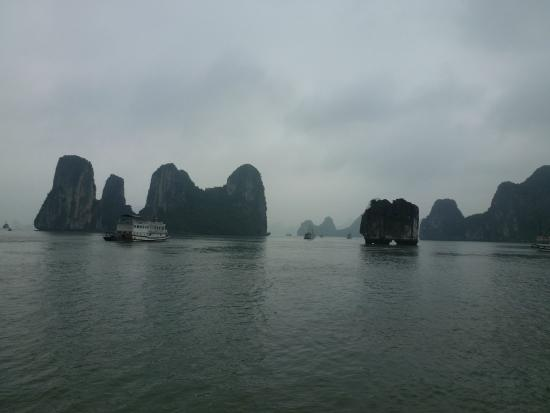 Vietnam MinMax Travel Day Tours: Halong Bay