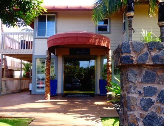 towards the beach picture of days inn by wyndham maui. Black Bedroom Furniture Sets. Home Design Ideas