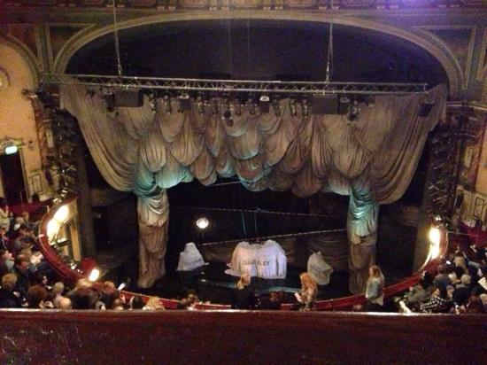 Stage setting amazing picture of phantom of the opera for Balcony novello theatre