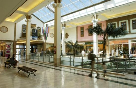 Muy c modo fotograf a de la villa centro comercial la - Centro comercial del mueble tenerife ...