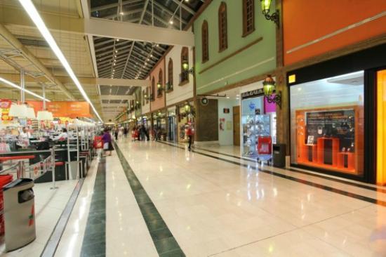 Amplia oferta comercial fotograf a de la villa centro - La illa centro comercial ...