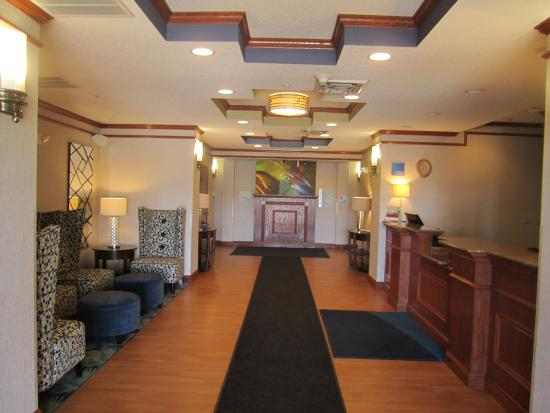 Holiday Inn Express Hotel & Suites Dubois: Lobby / Front Desk