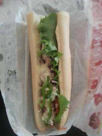 Le Petit Paris Bakery and Restaurant : Tune Sandwich