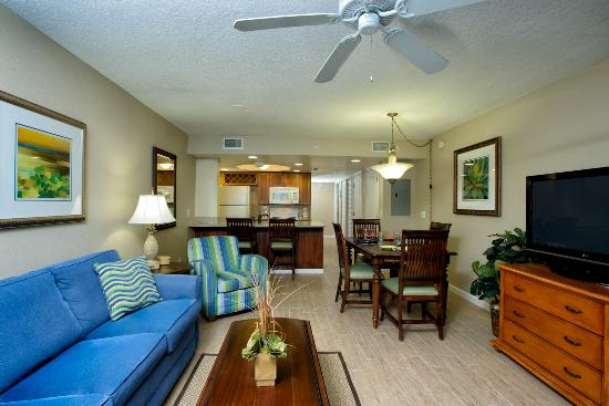 Resort on Cocoa Beach: Spacious living area