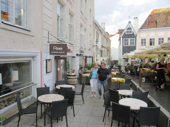 Rae Restaurant & Cafe: El negocio y su terraza