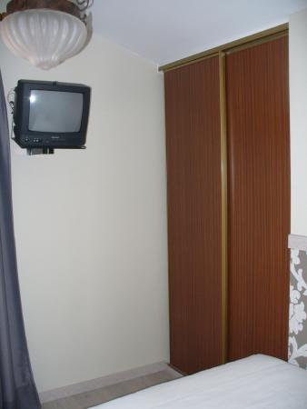 Hotel Rural Las Solanas de Escalante: Tele y armario