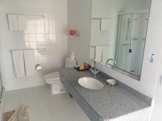 Cera Resort Chaam: Bad, direkt am Eingang zum Zimmer