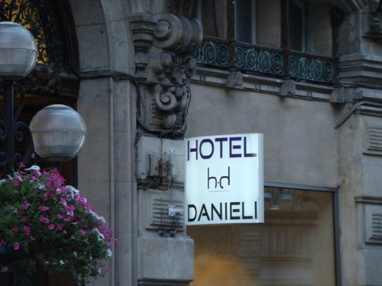 Danieli Hotel: Street view for hotel