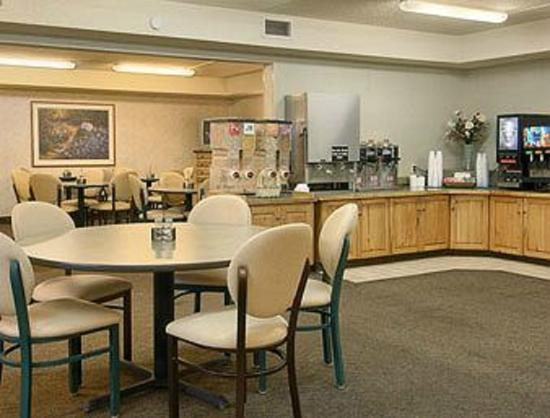 Days Inn & Suites Bozeman: Enjoy  a full cooked to order breakfast each morning!