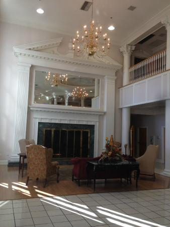 Cumberland Inn and Museum: Entryway looking left