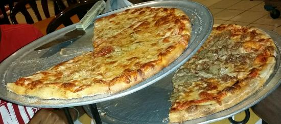 New York Style Pizza: Medium cheese Large sausage DELICIOUS